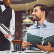 レストランで失敗しない、ホストテイスティングの方法とマナー